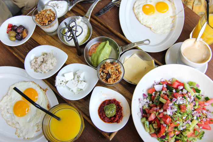 ארוחת בוקר זוגית או ארוחת שקשוקה זוגית ממש מול הים במסעדת סטלה ביץ' ב69 ש