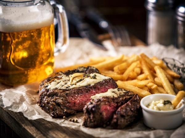 ארוחת בשרים זוגית של סטייקים או שיפודים ממש על הים במסעדת סטלה ביץ' החל מ109 ש