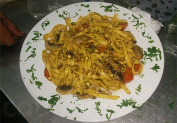 ארוחה זוגית מפנקת הכוללת 2 מנות פסטה לבחירה + 2 סלטים אישיים...