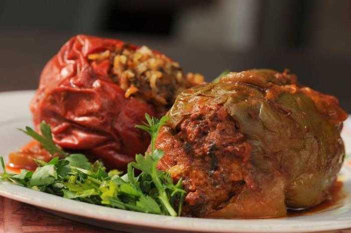 ארוחה זוגית במסעדת פרג'י בשוק הפשפשים ביפו הכוללת פתיחים, עיקריות ושתייה ב79 ש