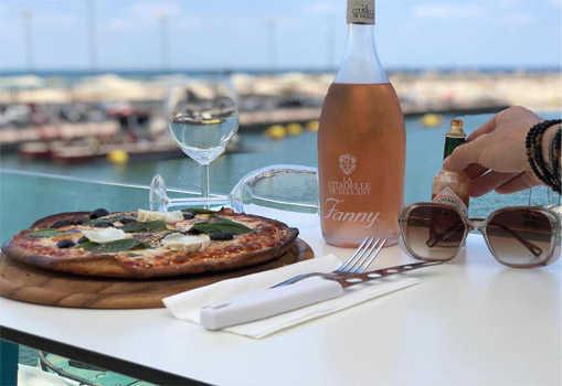 ארוחה זוגית מלאה במסעדת לה פרנצ'י הצרפתית הכשרה למהדרין מול נוף מרהיב של המרינה באשקלון ב199 ש