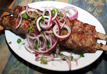 ארוחה זוגית מפנקת הכוללת: 600 גרם בשרים עסיסיים + לחם ומבחר ...