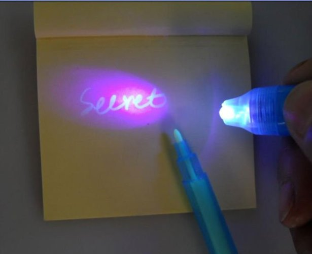 טוש / עט סתרים הכותב בדיו בלתי נראה, בעל פנס אולטרה סגול מוב...
